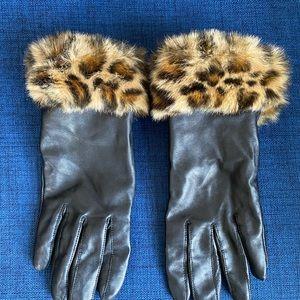 Leather gloves w fur trim.  Size S/M